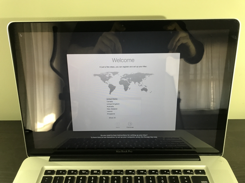 "Apple MacBook Pro 15"" 2.2GHZ i7 QUAD NO HD OR RAM SSD MD318LL/A image #1"
